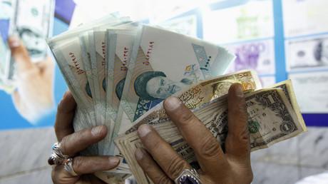 Geldhändler mit iranischem Rial