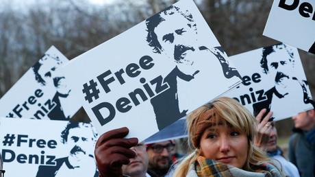 Proteste für Deniz Yücel vor der türkischen Botschaft, Berlin, Deutschland, 28. Februar 2017.