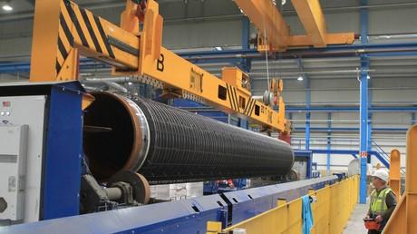 Durch diese Röhre, produziert von Wasco auf Rügen, soll künftig russisches Erdgas strömen.
