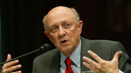 Er war von 1993 bis Januar 1995 Chef der CIA und gilt als einer der prominentesten Falken in der US-amerikanischen Politik der Gegenwart.