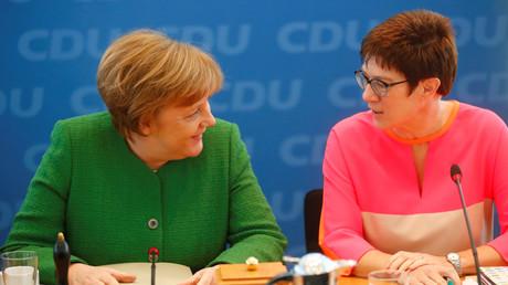 Angela Merkel und Annegret Kramp-Karrenbauer, Berlin, Deutschland, 19. Februar 2018.