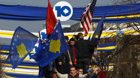 17. Februar 2018: In Pristina, Hauptstadt des Kosovo, feiern Menschen den zehnten Jahrestag der Unabhängigkeit des Balkanlandes.
