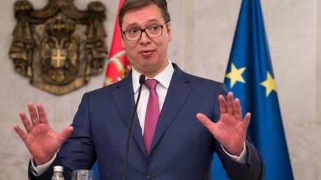 Präsident Serbiens Aleksandar Vučić bei einer Pressekonferenz 2017. Nun äußerte er sich zur Festnahme eines ehemaligen US-Soldaten in Serbien. Die Stabilität der Region sei aus seiner Sicht nicht allen recht.