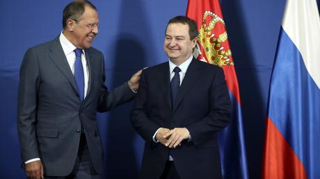 Gute Stimmung: Russlands Außenminister Sergei Lawrow (l.) und sein serbischer Amtskollege Ivica Dačić.
