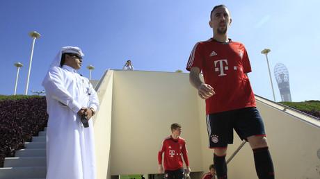 Franck Ribéry (r.) vom FC Bayern München am 3. Januar 2011 auf dem Trainingsplatz der Aspire Academy for Sports Excellence in Doha. Die Mannschaft befand sich einmal mehr für ein einwöchiges Trainingslager vor dem Rückrundenstart in Katar.