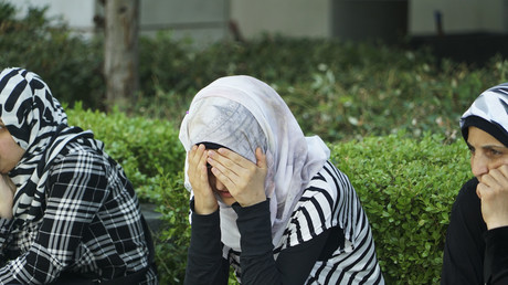Geflüchtete Frauen protestierten im Juli 2017 vor der deutschen Botschaft in Thessaloniki für Familienzusammenführung. Ehen, die im Ausland und nach dem Recht des Heimatlandes geschlossen wurden, werden von den deutschen Behörden anerkannt. Bei Vielehe wird im Einzelfall entschieden.