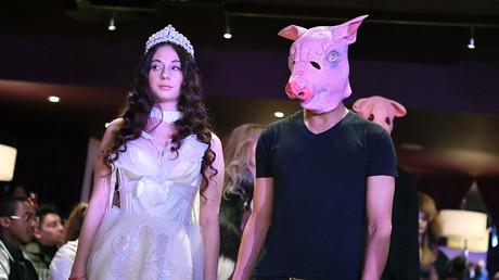 Männer sind Schweine: Die #metoo-Debatte hat auch die New Yorker Fashionweek infiziert.