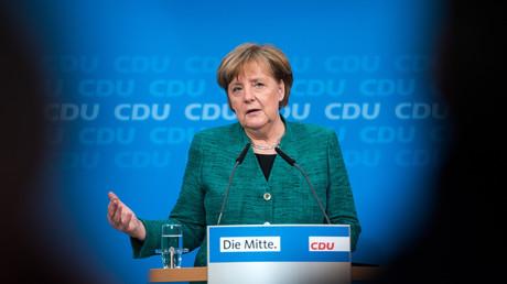 Die CDU will am Montag auf einem Bundesparteitag in Berlin den mit CSU und SPD ausgehandelten Koalitionsvertrag absegnen. Merkel ist vor dem Parteitag ihren Kritikern entgegengekommen und hat die Riege der CDU-Minister für ein neues Kabinett deutlich verjüngt.