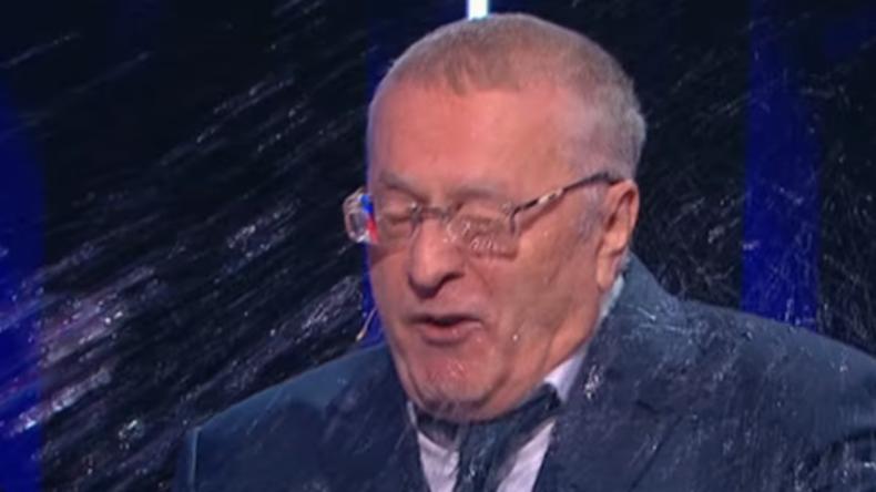 Unfreiwillige Dusche und Beleidigungen - Russische Wahldebatte endet im Tumult (Video)
