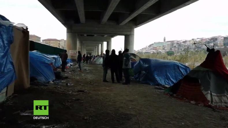 Trotz Schnee und Frost: Rund 150 Migranten schlafen in Italien an der Grenze unter der Brücke