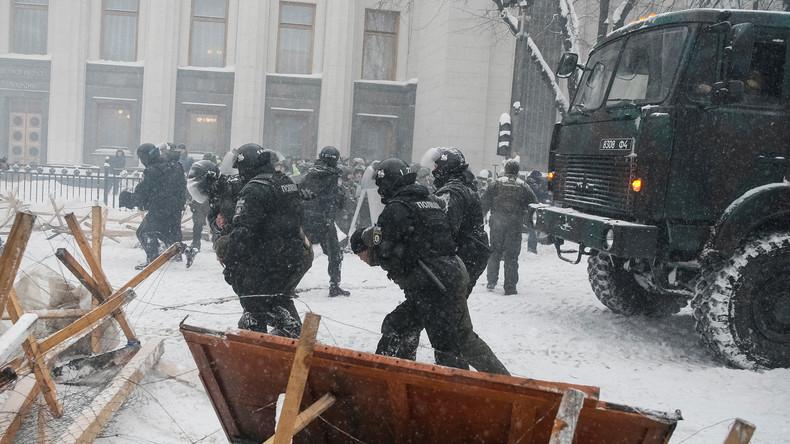 Auseinandersetzungen vor Parlament in Kiew: Zehn Verletzte und 50 Festnahmen