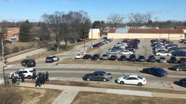 Schütze tötet Eltern an Universität in Michigan und wird festgenommen