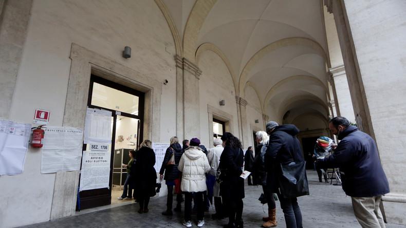 Italien wählt ein neues Parlament: Lange Schlangen vor Wahllokalen