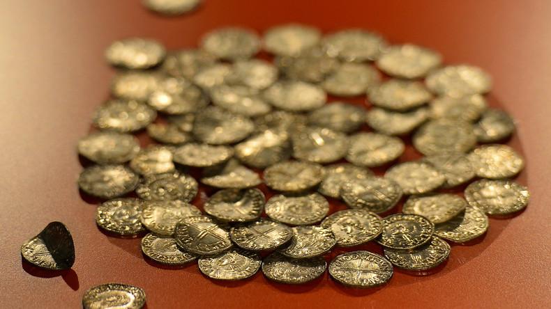 Münzen im Wert von 30.000 Euro fahren ohne Besitzer im Zug weiter
