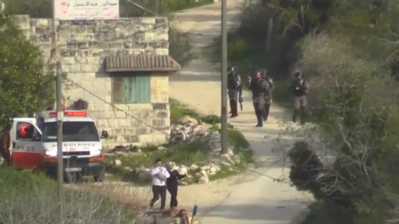 Westjordanland: Pärchen mit Baby im Arm fast durch Blendgranate getroffen