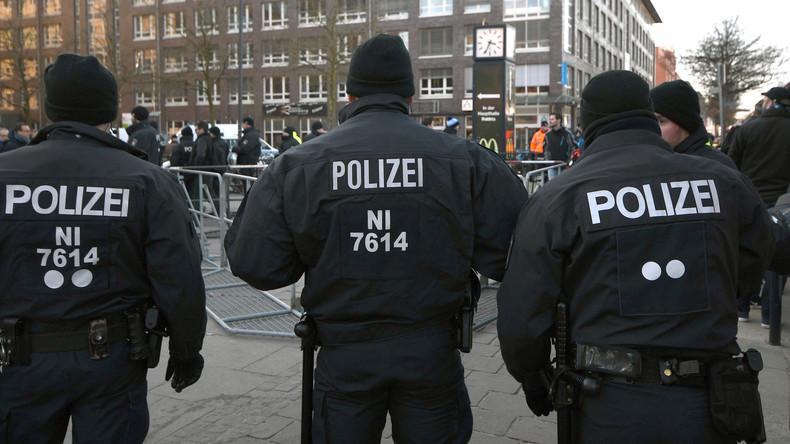Liebhaber im Schrank: Frau löst zur Vertuschung Polizeieinsatz aus
