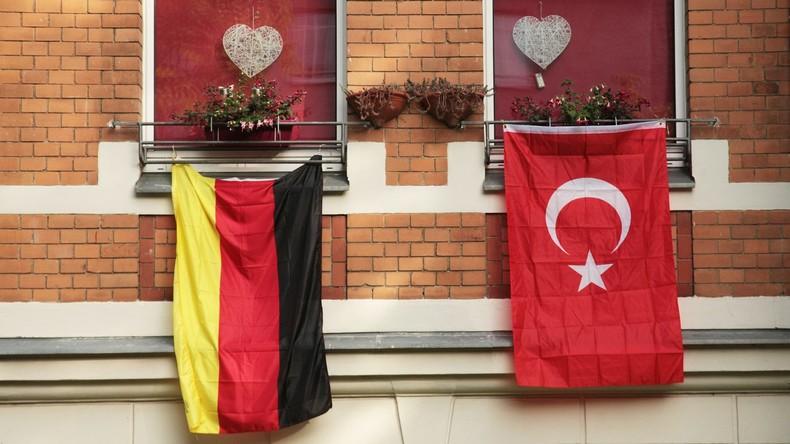 Studie: Merkel erfreut sich bei Deutschtürken größerer Beliebtheit als Erdoğan