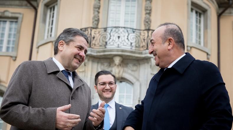 Çavuşoglu in Berlin: Türkischer Außenminister wünscht sich eine Entschärfung deutscher Reisehinweise