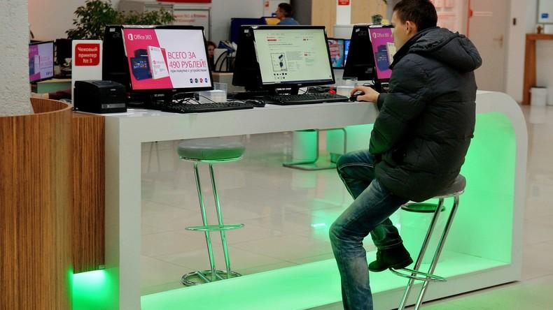Umfrage: Hälfte aller Russen würde lieber auf das Trinken als auf das Internet verzichten