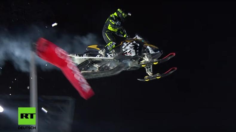 Höhenflüge über Moskau: Die besten Snowboarder messen sich auf dem Big-Air (Video)