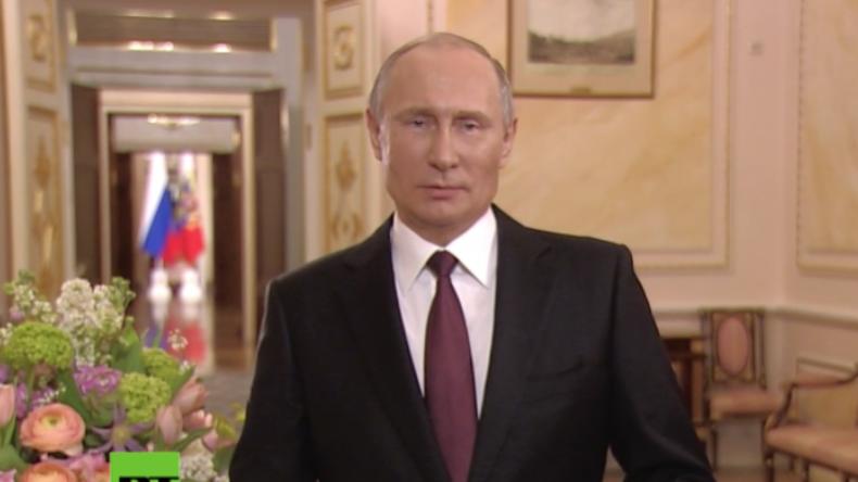 Eine Ehrung der Frau: Präsident Putin trägt ein Gedicht zum Frauentag vor