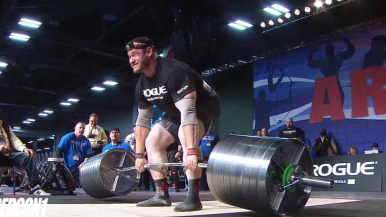 Bis das Blut spritzt - Russe versucht sich an Weltrekord im Kreuzheben