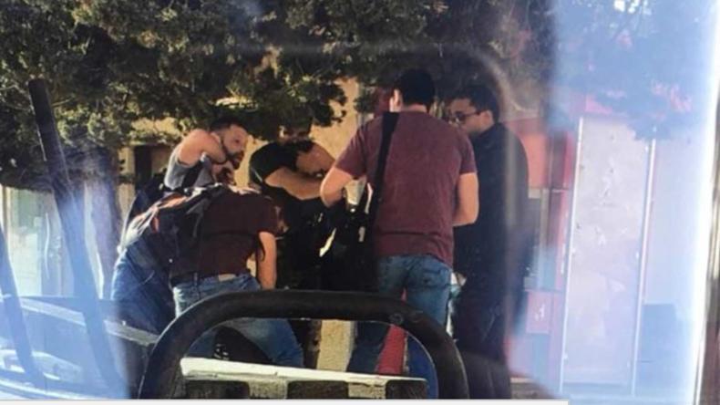 Als Journalisten getarnte israelische Soldaten nehmen brutal Studentensprecher an Uni fest