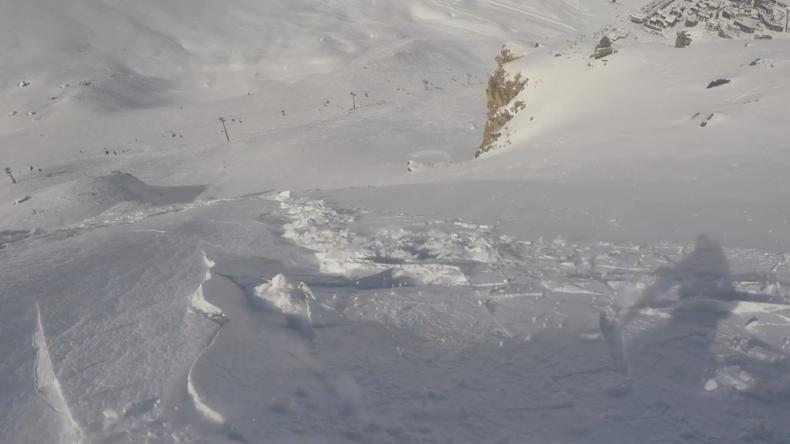 Französische Alpen: Snowboarder filmt, wie unter seinen Füßen eine Lawine losbricht