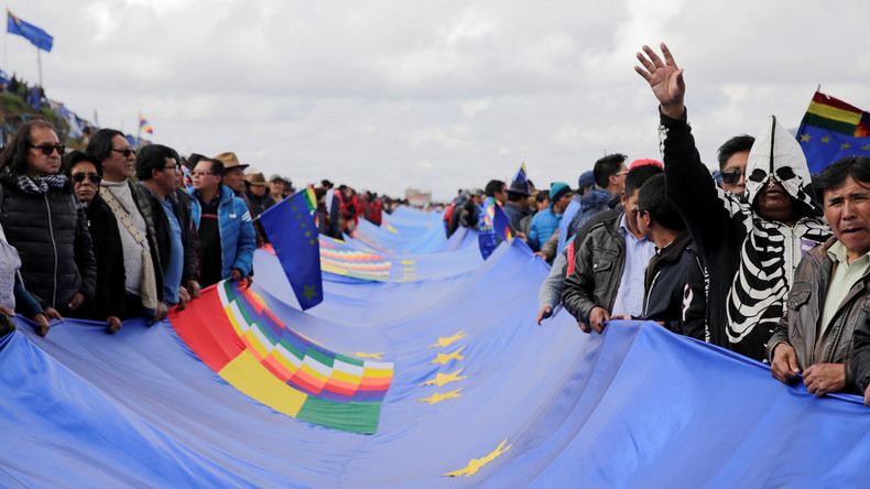 Bolivianer fordern Meereszugang mit 200 Kilometer langem Banner