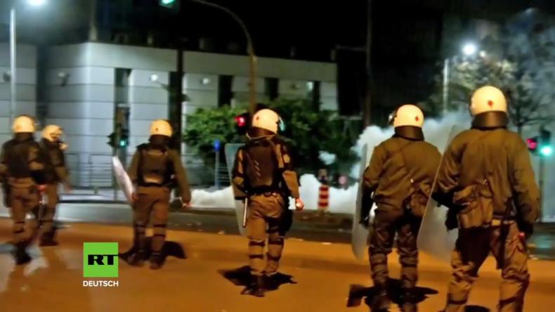 Griechenland: Anarchisten stoßen mit der Polizei zusammen