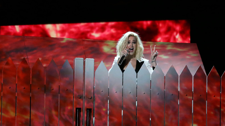 """""""Katy Perry, hör bitte damit auf!"""" – Nonne stirbt vor Gericht in Los Angeles"""