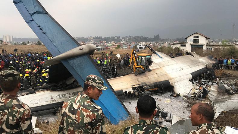 Flugzeug auf Flughafen von Kathmandu verunglückt - mindestens 39 Tote [FOTOS]