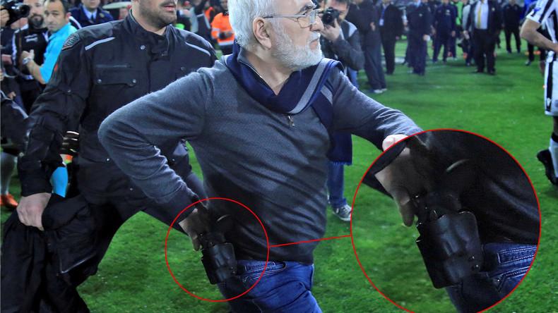 Clubpräsident stürmt Fußballplatz mit Waffe - Griechische Regierung bricht Meisterschaft ab