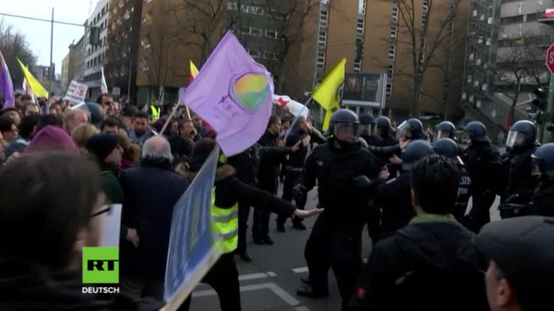 Protest in Berlin wegen Afrin-Offensive: Raufereien mit Polizei - Fenster von Türken zerschlagen