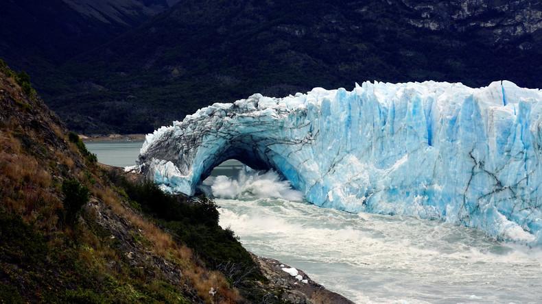 Eisfront von Gletscher in argentinischem Nationalpark abgebrochen