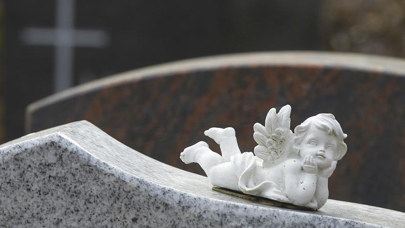 Italien: Totengräber grillten auf Friedhof und stahlen Wertgegenstände aus Gräbern