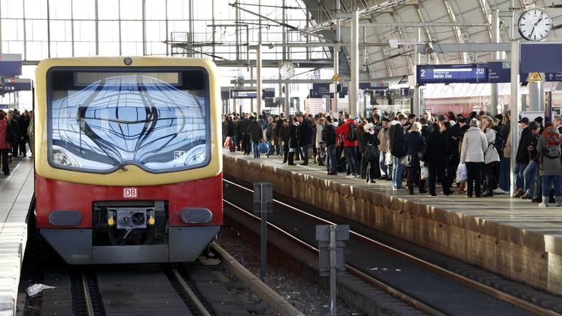 Sauber bleiben: Fahrgäste können Verschmutzungen in S-Bahn in ganz Berlin via WhatsApp melden