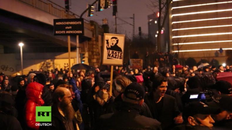 """Hamburg: """"Abschieben, abschieben!"""" - """"Antifaschisten"""" und Merkel-Gegner demonstrieren erneut"""
