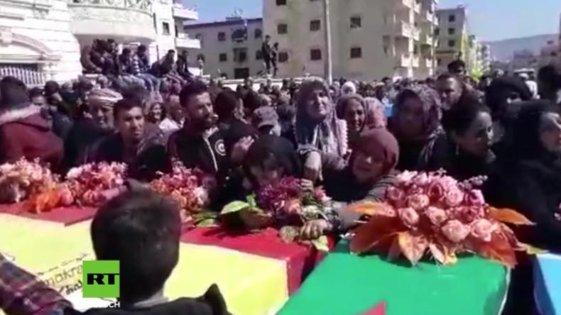 Afrin: Hunderte Trauernde setzen jüngste Opfer türkischer Angriffe bei