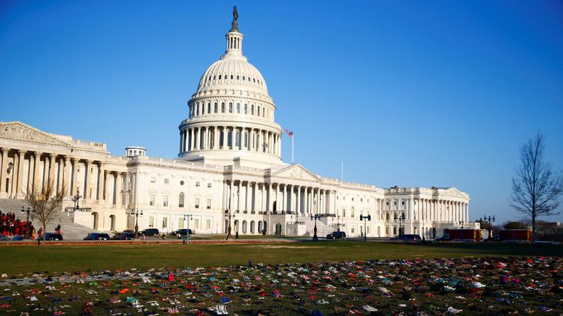 Mahnmal gegen Waffengewalt: Aktivisten stellen 7.000 Paar Schuhe am US-Kapitol aus