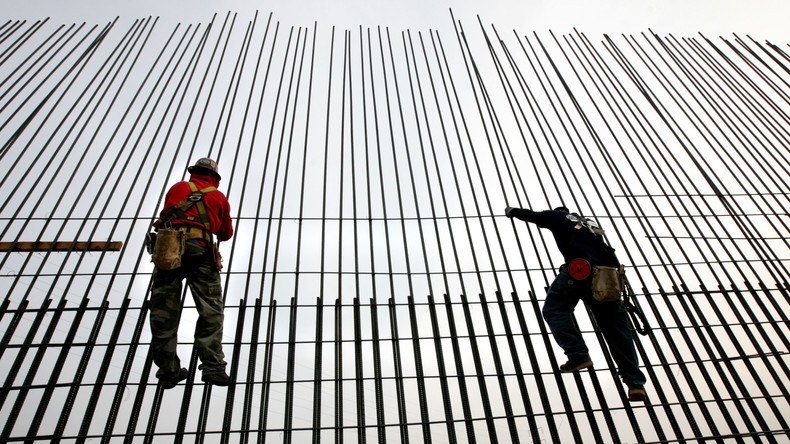 130 Zentimeter Eisen im Körper: Indischer Bauarbeiter fällt auf Stahlstange und überlebt