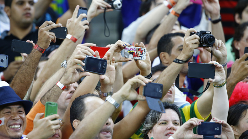 """Reisetipp des NRW-Innenministeriums: """"Bitte keine Smartphones zur Fußball-WM in Russland mitnehmen!"""""""