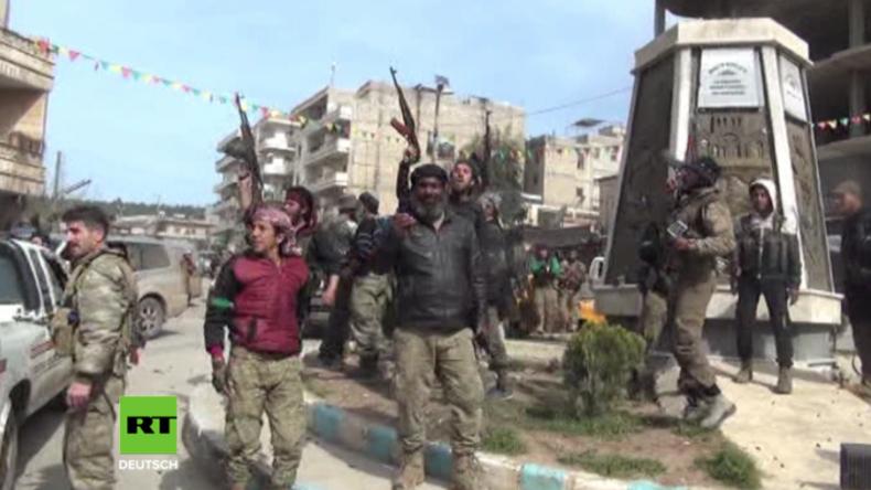 Syrien: Dankesgebete und Maschinengewehr-Donner - FSA zieht triumphierend in Afrin ein