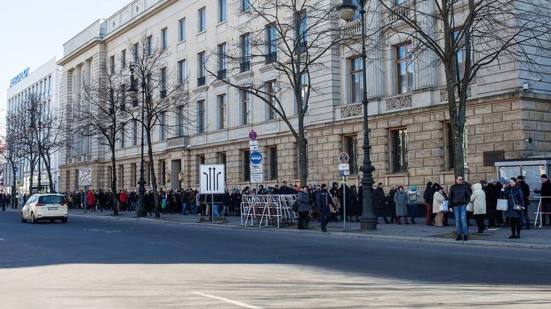 Abstimmung im Ausland: Schlangen vor Botschaften, Rekordwahlbeteiligung erwartet