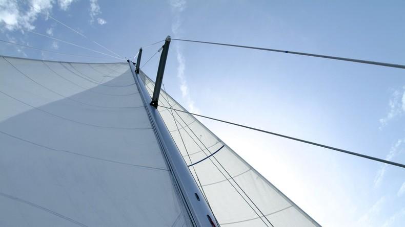 """Sailing Yacht A"": Weltweit größte Segel-Yacht verlässt Kieler Hafen"