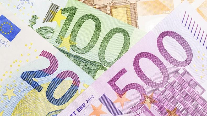 Des einen Freud, des anderen Leid: Mann verliert bei Autofahrt Geldscheine - die Finder türmen