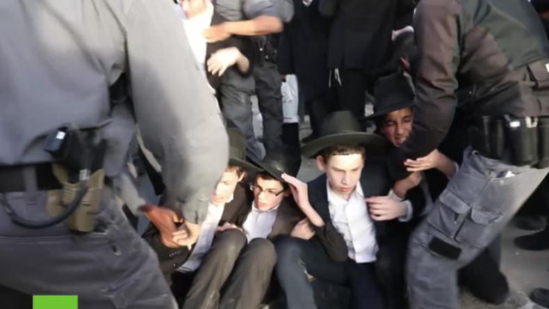 Israel: Polizei räumt brutal Protest von orthodoxen Juden gegen Einziehung zur Armee