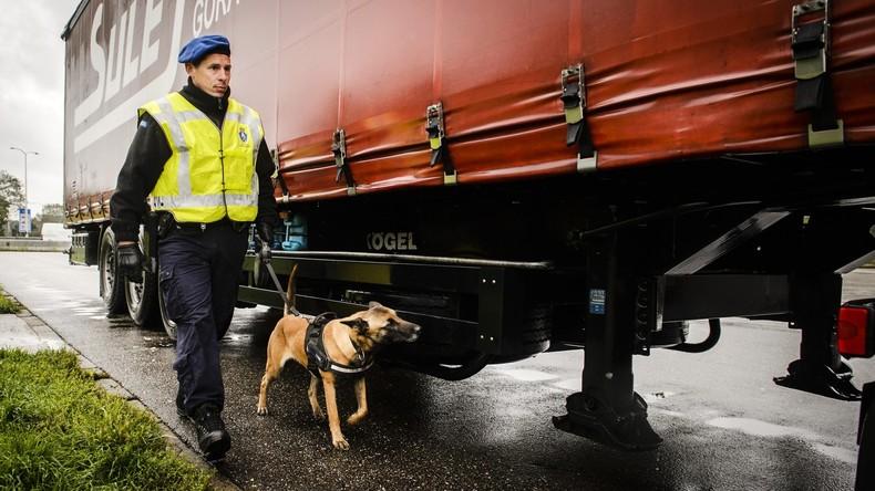 Polizei entdeckt neun Iraker in verplombtem Kühllaster an Grenze zu Niederlanden
