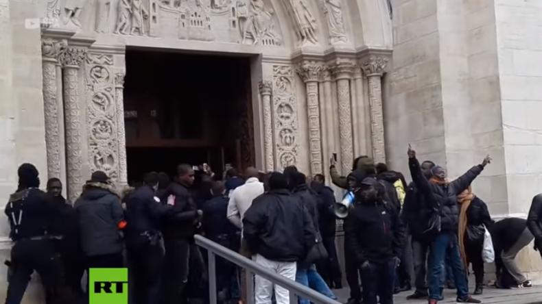 Paris: Polizei löst gewaltsam Migrantenprotest vor Kirche auf