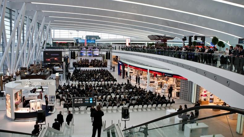 Feueralarm am Flughafen Budapest - Frau bei Rettung schwer verletzt
